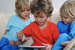 5 Razões para reduzir o tempo de exposição das crianças a T.V., tablet, computador e afins