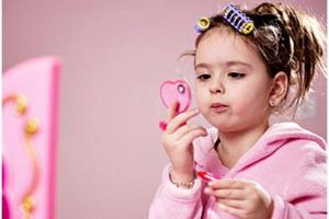 A importância do uso de cosméticos especialmente criados para as crianças