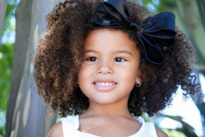 """""""Alisa não, mãe!"""": projeto mostra que crespo é lindo e dá autoestima às crianças!"""