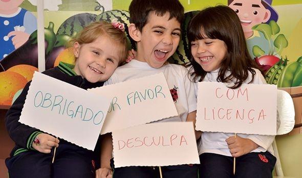 """O valor de ensinar as crianças a dizer """"obrigado"""", """"por favor"""" e """"bom dia"""""""